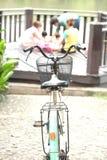 Nehmen Sie das Fahrrad, um sich zu klären wünschen geben Hintergrund-Person bei Lizenzfreie Stockfotos