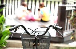 Nehmen Sie das Fahrrad, um sich zu klären wünschen geben Hintergrund-Person bei Lizenzfreies Stockfoto