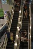 Nehmen Sie die Aufzugskunden in SHENZHEN Stockfoto