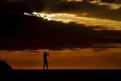 Nehmen Sie ein Foto im Sonnenuntergang Stockbild