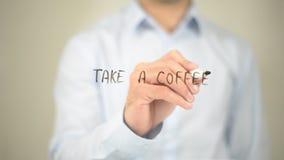 Nehmen Sie einen Kaffee, Mann-Schreiben auf transparentem Schirm Stockfotos