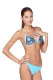 Nehmen Sie gebräunte Frau im blauen Bikini ab Stockfotos