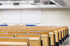 Nehmen Sie Ihre Sitze gefallen, der Vortrag im Begriff ist zu beginnen Lizenzfreie Stockfotografie
