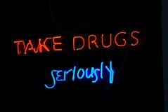 Nehmen Sie Zeichen der Drogen ernst   Stockfotografie