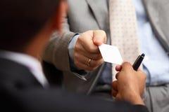 Nehmen von businesscard lizenzfreie stockfotos