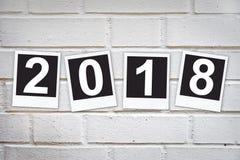 2018 nei telai istantanei della foto su un muro di mattoni Immagini Stock Libere da Diritti