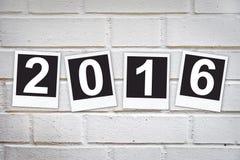 2016 nei telai istantanei della foto su un muro di mattoni Immagini Stock Libere da Diritti