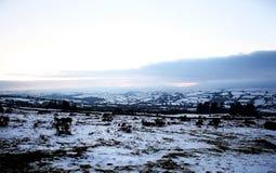 Neige à travers le parc national Devon de dartmoor Photographie stock