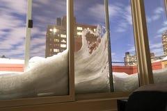 Neige contre la fenêtre Images libres de droits