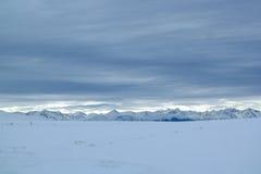 neige couverte d'intervalle de montagne Images stock