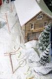 neige couverte de maison image stock