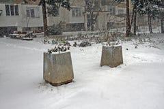 Neige d'hiver Chute de chute de neige importante dans la ville Neige et glace non nettoyées blizzard photographie stock libre de droits