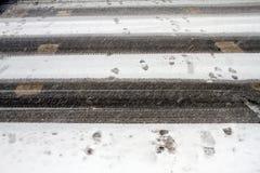 Neige d'hiver Chute de chute de neige importante dans la ville Neige et glace non nettoyées blizzard photos libres de droits
