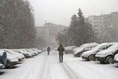 Neige d'hiver Chute de chute de neige importante dans la ville Neige et glace non nettoyées blizzard photo libre de droits