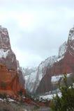 Neige dans la gorge Photographie stock libre de droits