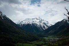 Neige dans le paysage d'alpes Images stock