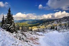 Neige dans les montagnes Photographie stock