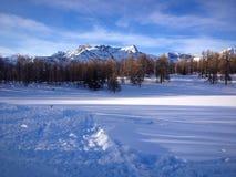 Neige dans les montagnes Image libre de droits
