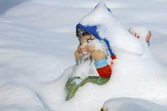neige de gnome de jardin Photos stock