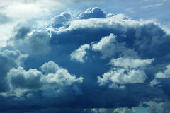 Neige de pluie de tempête de ciel de nuage lourde Images libres de droits