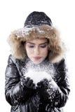 Neige de soufflement de belle femme sur le studio Photo libre de droits