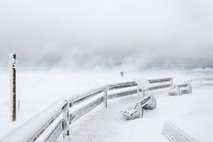 Neige de soufflement dans une tempête de l'hiver Photos stock