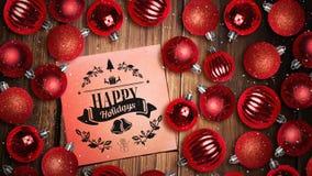 Neige en baisse et décorations de note et de babiole de textes de Joyeux Noël sur le bois banque de vidéos