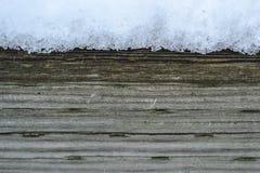 Neige en bois de fond l'hiver Photos stock