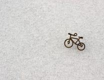 Neige et peu de bicyclette photographie stock