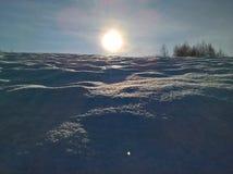 Neige et Sun d'hiver Photographie stock libre de droits