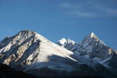 neige fraîche du Népal de montagnes de l'Himalaya Images stock