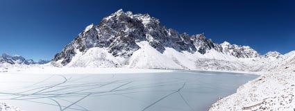 neige glaciale du Népal de montagne de lac de l'Himalaya Photos libres de droits