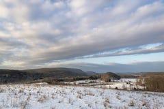 Neige Hillside et montagnes photo stock