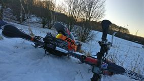 Neige Mountainbike photos libres de droits