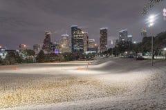 Neige peu commune à Houston du centre la nuit avec des chutes de neige chez Elean Photographie stock libre de droits