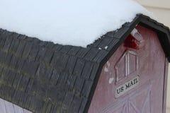 Neige sur la boîte aux lettres image libre de droits