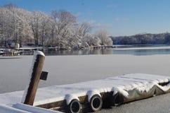 Neige sur le dock Photos libres de droits