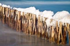 Neige sur le groyne Image libre de droits