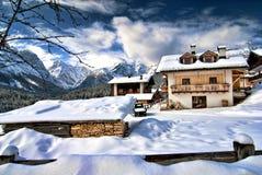 Neige sur les montagnes de dolomites, Italie Images libres de droits