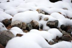 Neige sur les roches Images libres de droits