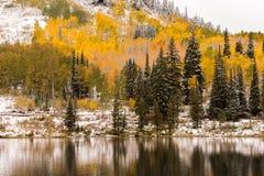 Neige tôt d'automne à Silver Lake par Brighton Ski Resort photographie stock libre de droits