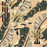 Neigen des hellen nahtlosen Musters mit bunten tropischen Blättern und Anlagen auf beige Hintergrund ENV 10 Dschungeldruck floral vektor abbildung