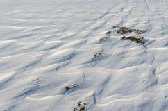 Neigez comme des vagues congelées des vents d'hiver Photo libre de droits