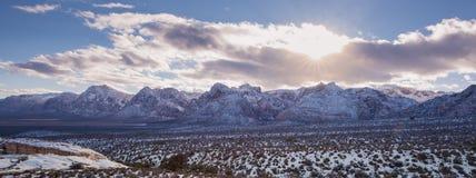 Neigez sur le parc national de roche rouge dans le panorama photo libre de droits