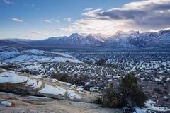 Neigez sur le parc national et le coucher du soleil de canyon rouge de roche images libres de droits
