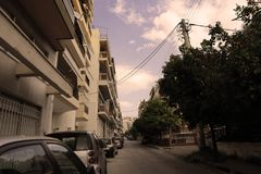 Neighboorhood de Atenas en la primavera fotografía de archivo