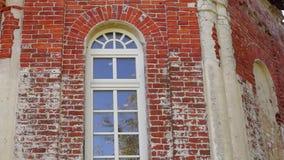 Neigung der verlassenen Kirche von Heilig-Dreiheit stock video