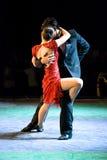Neigungspaar-Tanzen-Tango lizenzfreies stockfoto