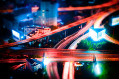 Neigungsverschiebung Futuristisches Nachtstadtbild Bangkok, Thailand Stockbilder