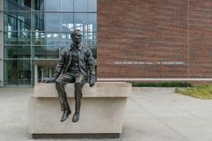 Neil Armstrong Sculpture en Neil Armstrong Hall van Techniek stock afbeelding